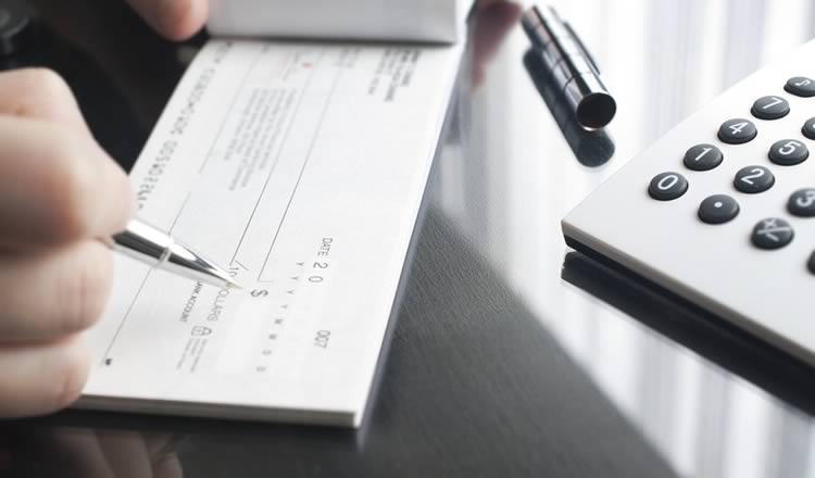 Imagem do artigo Pagamento com cheques no comércio pode ter novas regras